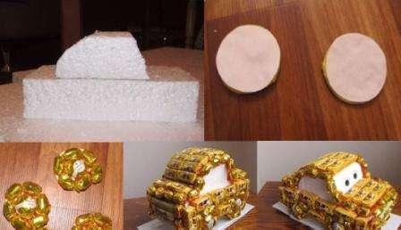 Если вы новичок в искусстве свит-дизайн, то начните делать простые поделки из конфет, например, игрушку для ребёнка. Чтобы сделать машинку, вам понадобится пенопласт.