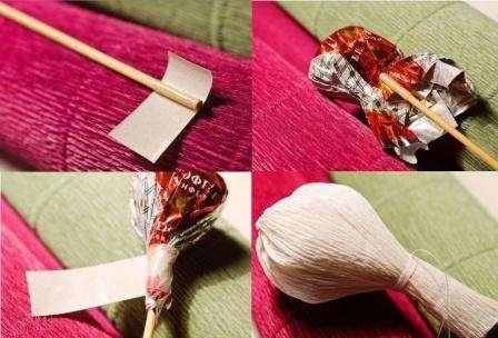 Теперь можете приступить к подготовке конфеты. Для этого на деревянную шпажку нужно намотать двусторонний скотч и к нему приматывается конфета. Чтобы конфета лучше держалась, её дополнительно приматывают ещё скотчем.
