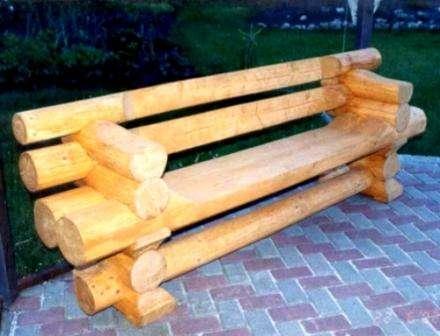 Мебель из бревен отличается особой прочностью и долговечностью.