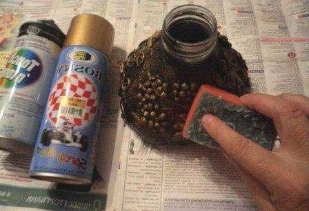 Если кое-где вы обнаружите пропуски золотистой краски, то воспользуйтесь кисточкой и скройте все погрешности