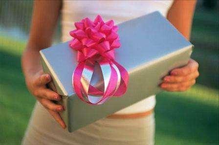 Да, такой подарок может быть совершенно бесполезным для кого бы то ни было, НО НЕ ДЛЯ МАМЫ!