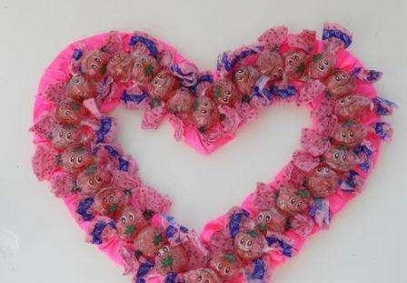 Подарок сердце из конфет. Фото. МК