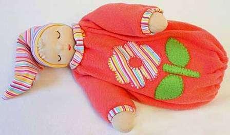 Сегодня можно найти много полезных мастер-классов, как делать вальдофскую куклу для детей разного возраста.