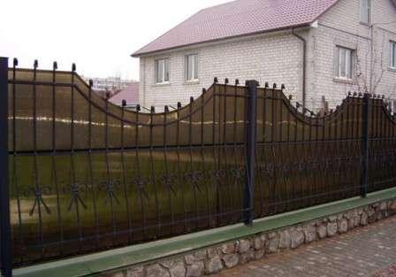 Какой забор и из чего сделать на даче дешево и красиво.