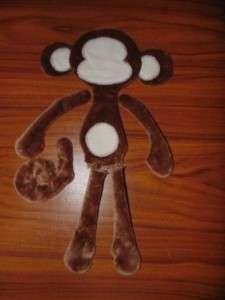 Для набивки мягкой обезьянки используйте синтепон или вату.