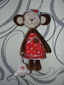 Получилась вот такая забавная обезьянка, которую вы можете подарить детям или близким людям