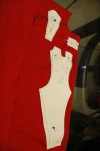 Также вам нужно будет сделать деталь для одного рукава и лямки для плеча. После того как все детали нарисованы, можете их вырезать и приложить к ткани.