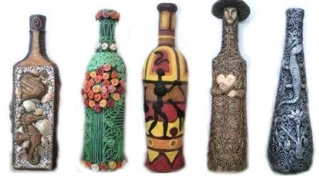 Не забывайте о бутылках. Они могут использоваться как креативный сувенир и украсить любой стеллаж или открытую полку.