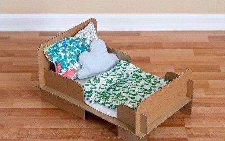 Кровать для кукол из картонных коробок. Мастер-класс и видео