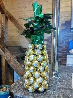 Как сделать ананас из шампанского и конфет. Видео, фото, мк