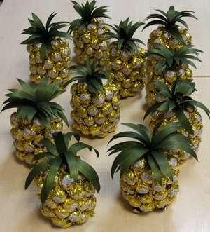 Еще один ананас готов.