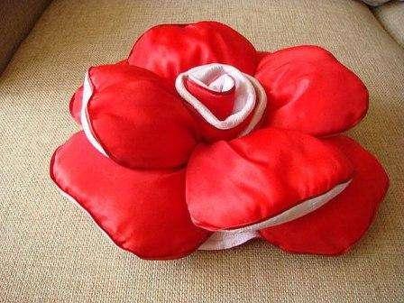 Давайте с вами рассмотрим, какими же могут быть ваши подушки для пола