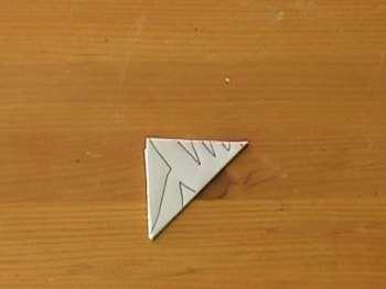 Пришло время взять в руки простой карандаш! С его помощью нарисуйте на треугольнике орнамент