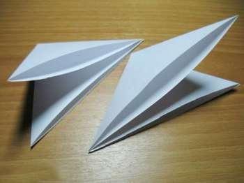 Квадрат готов – сложите его пополам по диагонали. Повторите еще раз это действие
