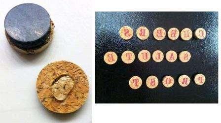 Если вы учите азбуку с детьми, попробуйте сделать самодельные магниты из пробок. Этот материал экологически чистый, поэтому не выделяет никаких токсинов. Само изготовление магнитов с буквами будет увлекательным занятием.