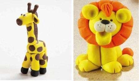 Можно попробовать вылепить целый зоопарк, в котором будет жираф, ослик и даже гривастый лев.