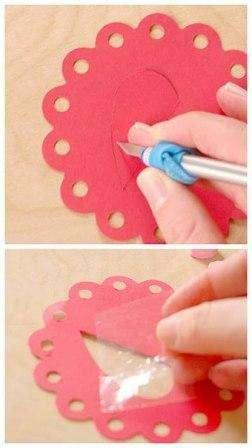 4. Следующая наша задача – вооружившись острым ножом прорезать в центре одного «цветочка» половинку сердечка
