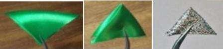 Для тех, кто не знает или забыл: треугольники делаются так: ленточный квадрат сгибается пополам по диагонали