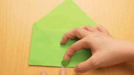 Теперь, «почти» ювелирная работа – отгибаем кончики уголков только что согнутых треугольников