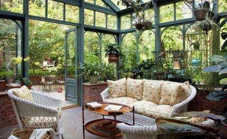 Зимний сад в частном доме. Список цветущих растений. Фото