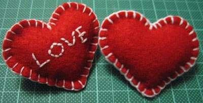 ри большом желании вышейте традиционную в этот день фразу: I LOVE YOU, или просто LOVE!