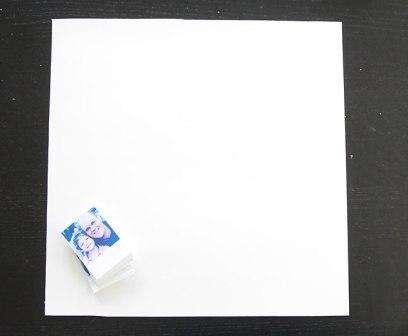Возьмите белый квадратный лист бумаги или картона со стороной 20 см. Сначала начертите на нем форму сердца, а потом приступите к ее заполнению.