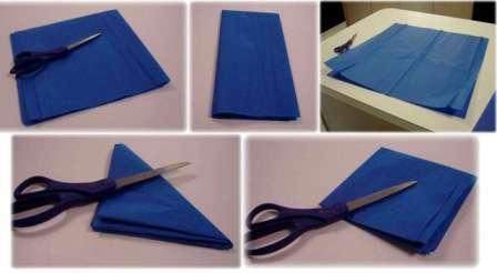 Возьмите два листочка гофробумаги и начните складывать их вместе в 4 раза пополам. Когда у вас получится небольшой квадрат, сложите его по диагонали, чтобы получился треугольник.