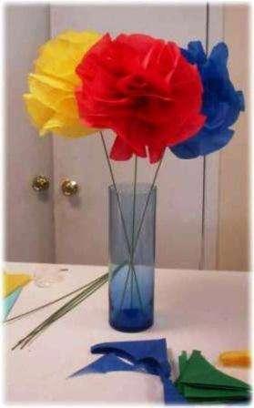 Такие цветы красиво смотрятся в вазе, поэтому вам нужно будет заранее продумать длину стебля из проволоки и подобрать правильно вазу.