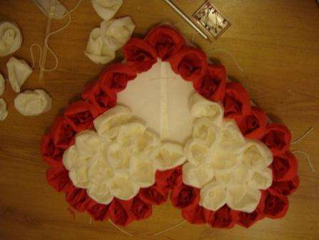 Как сделать сердце из роз и салфеток