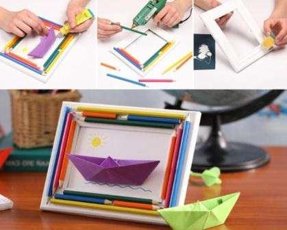 В последнее время пользуются популярностью объемные поделки.</p> <p> Освоив технику изготовления простого кораблика из бумаги вы сможете сделать креативное панно. Для этого вам понадобится рамочка для фотографий, цветные карандаши, клеевой пистолет и цветная офисная бумага.» width=»419″ height=»336″/></p></div> </p> <p>Поточите карандаши так, чтобы они были разного размера или специально подберите из старых карандашей.</p> <p> По краю рамки приклейте карандаши. Из бумаги сложите кораблик и приклейте его на белый лист.</p> <p> Лист обрежьте так, чтобы он стал подходил по размеру рамки.</p> <p> Не забудьте дорисовать море и солнце, чтобы ваш кораблик был частью красивой композиции.</p> <p>Вариантов поделок с корабликами может быть много.</p> <p> Используйте разноцветную бумагу и сделайте корабли разных размеров.</p> <p><div style=