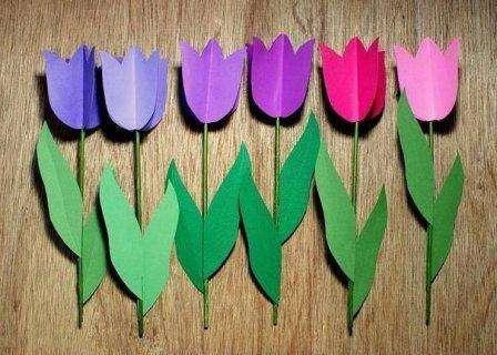 Для того чтобы у вас получились красивые цветы, вам понадобятся: - картон - цветная бумага - деревянная шпажка