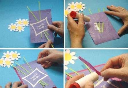 Силиконовыми штампами задекорируйте вашу открытку.</p> <p> Не забывайте покрывать блестками, которые хорошо прилепляются к клею.</p> <p> Из зеленого картона вырежьте три стебля и вставьте их в прорези. Для того чтобы цветы были устойчивыми, с изнаночной стороны их закрепляют скотчем.» width=»448″ height=»307″/></p></div> </p> <p>Возьмите плотный лист А4 и сложите его пополам.</p> <p> Сверху наклейте вашу задекорированную заготовку с подписью для мамы.</p> <p>С помощью ленточки можно украсить стебли.</p> <p> Останется только закрепить сами цветы.</p> <p> Для этого вы можете использовать двусторонний скотч.</p> <p><div style=