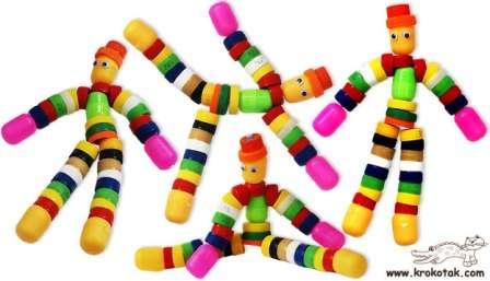 Ну и продолжая тему подарков для наших цветов жизни, рассмотрим идею наипростейшей игрушки из вторсырья