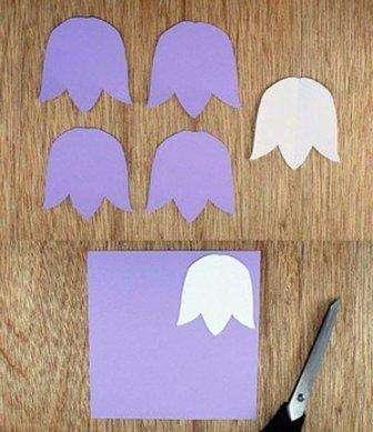 Сначала нарисуйте шаблон бутона тюльпана, чтобы все цветы получились одинаковыми. После этого вырежьте заготовку и перенесите её на цветную бумагу или картон.</p> <p> Для одного цветка вам понадобится три такие заготовки. Вырезайте их из бумаги разного цвета, чтобы получился яркий букет.» width=»336″ height=»389″/></p></div> </p> <p>После этого сложите каждую деталь пополам и сначала склейте две части бутона.</p> <p> Отдельно из зеленой бумаги вырежьте длинные листочки для тюльпанов, желательно сделать их двойными или вырезать из двустороннего картона.</p> <p><div style=