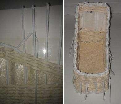 В передней части ваша подставка выполнена сплошным плетением, поэтому ваши тетради выпадать из нее не будут. С другой стороны поделка состоит из плетеной части и ажурной, при этом вы можете самостоятельно продумать дизайн. Не обязательно делать бумажную вставку.