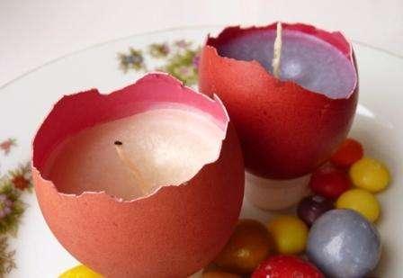 Необычно и интересно выглядят подсвечники, сделанные из яиц