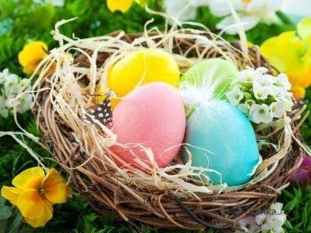 покраска яиц к пасхальным праздникам