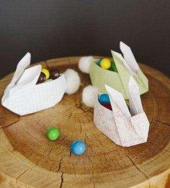 Есть еще один вариант подставок для яиц в виде зайчиков