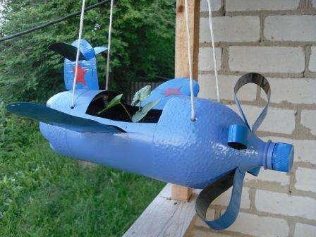 Оригинальная поделка из пластиковой бутылки - самолет
