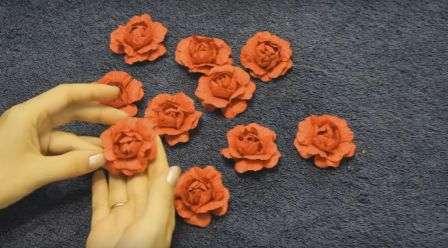 Делаем простую розу из цветной бумаги