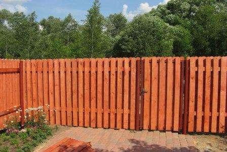 забор из деревянных планок