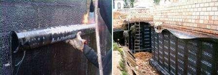 Стены очищаются. Все трещины штробятся и изолируются. На этом этапе проводится очистка от пыли, грунтовка, заполнение штроб раствором. Когда раствор высохнет, можно приниматься за работу. На стены наносится грунтовка.