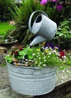 Создайте иллюзию в собственном саду своими руками. Поделки из обычного садового инвентаря – тоже новинка, которая удивит окружающих.