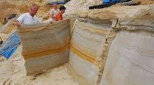 Преимущества этого камня неоспоримы: хорошая изоляция от шума и теплоизоляция, простота монтажа. Характеристики этого материала и лёгкость изготовления позволяют наладить производство данного материала даже в небольшом помещении