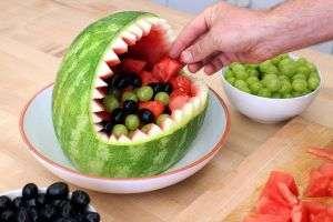 акулья пасть из арбуза