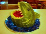 Как сделать акулью пасть из арбуза