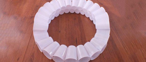 как сделать снеговика из пластиковых стаканчиков пошагово