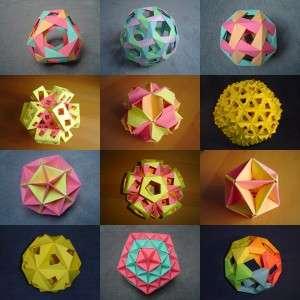 Начинайте сгибать каждый квадрат два раза по диагонали, чтобы получились линии сгиба и центр. После этого два крайних противоположных угла загните в центр, а потом не разгибая их сложите две стороны к середине.