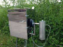 Охлаждение в коптилке холодного копчения может производиться 2 способами: помещение дымохода в холодную воду или удлинение шланги. Конструкция генератора для коптильни может быть нескольких типов, каждый