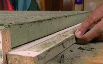 Сегодня бетон – один из самых распространенных и востребованных материалов, ведь он объединил в себе такие параметры как доступная цена и универсальность применения. Благодаря специальным добавкам можно хорошо корректировать свойства бетона, а потом использовать его не только в строительстве, но и в процессе изготовления поделок для дома